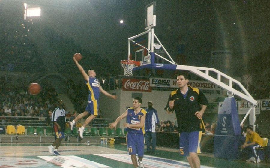 Przemysław Frasunkiewicz w 2003 roku, podczas rozgrzewki przed meczem gwiazd (Fot. Archiwum Prywatne)
