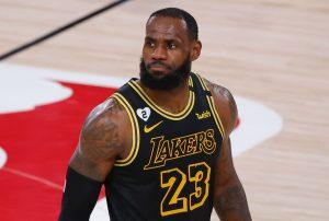 Lepiej nie wkurzaj Króla - LeBron pozdrowił Cleveland (WIDEO)