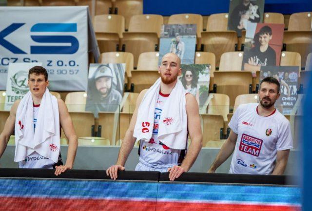 Adrian Bogucki (w środku) / fot. Ryszard Wszołek, Enea Astoria Bydgoszcz