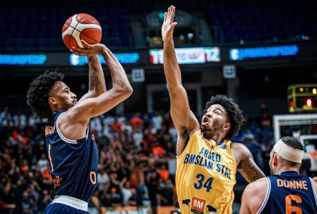 Braian Angola i Chris Smith / fot. FIBA Europe Cup