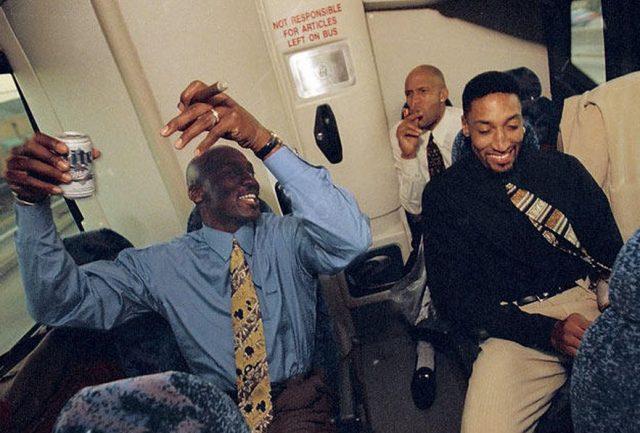 Słynne zdjęcie innej sceny z autokaru Bulls, autorstwo niestety nieznane
