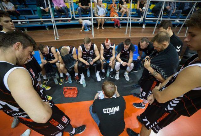 Mantas Cesnauskis i jego drużyna / fot. Czarni To Wy