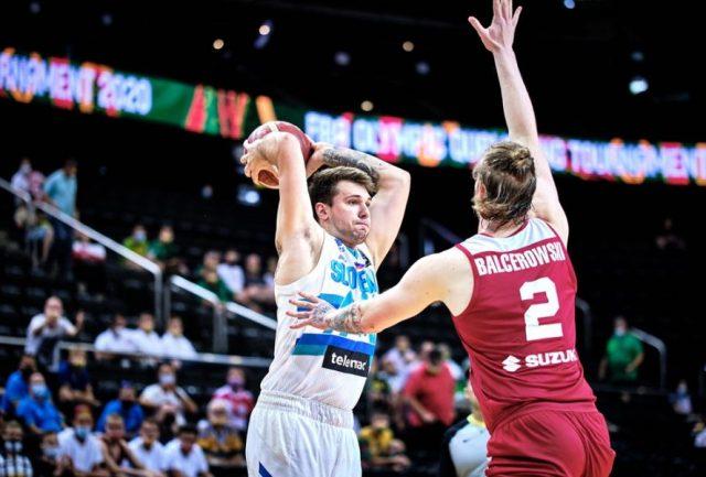 Luka Doncić i Aleksander Balcerowski / fot. FIBA Europe