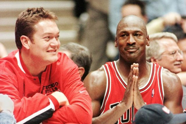 Luc Longley i Michael Jordan / fot. wikimedia commons