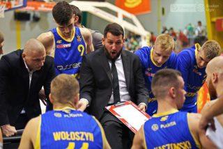 Trener Milos Mitrović i jego zespół / fot. A. Romański, plk.pl
