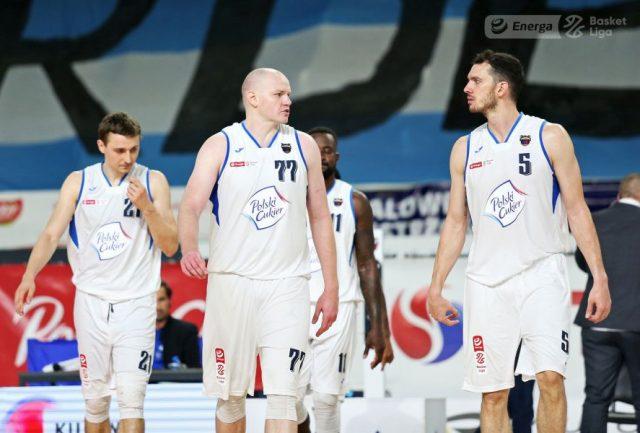 Na pierwszym planie Bartosz Diduszko, Damian Kulig i Aaron Cel / fot. A. Romański, plk.pl