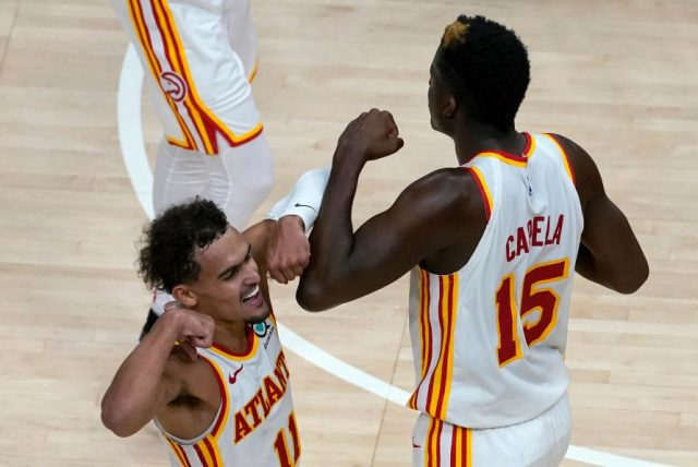 Trae Young i Clint Capela / fot. wikimedia commons