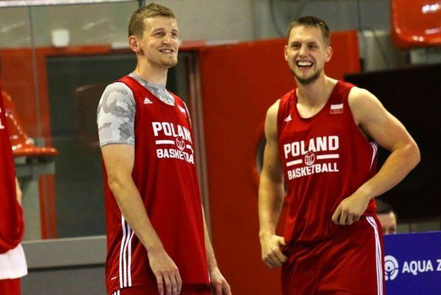 Adam Waczyński i Mateusz Ponitka (fot. Andrzej Romański/PZKosz.pl)