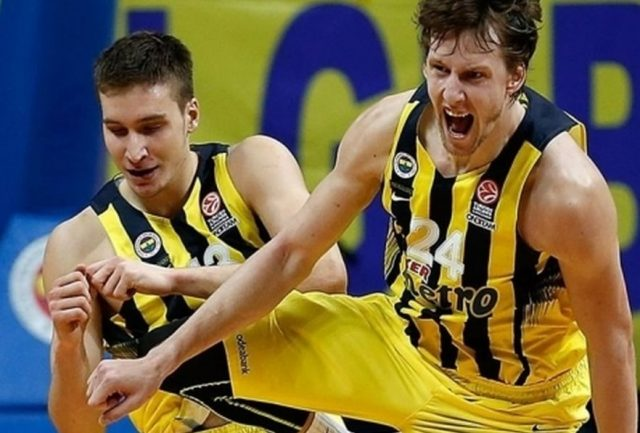 Bogdan Bogdanović i Jan Vesely (fot. euroleague.net)