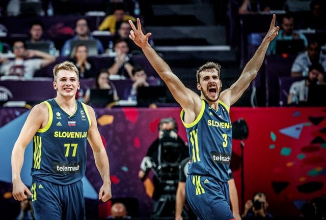 Luka Doncić i Goran Dragić (fot. FIBA.com)