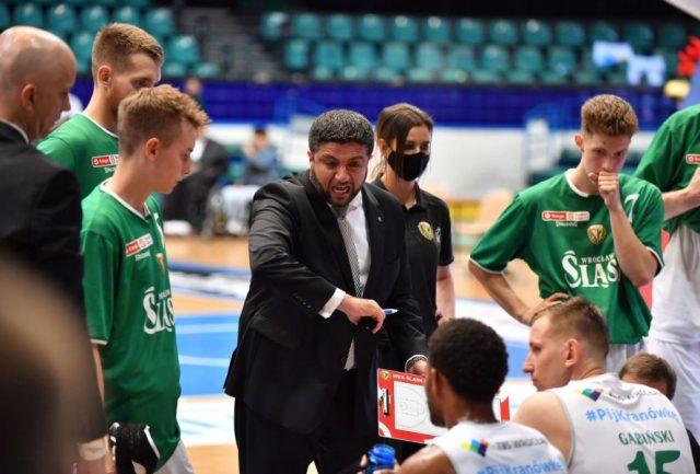 Trener Oliver Vidin i jego zespół / fot. Wojciech Cebula, WKS Śląsk Wrocław