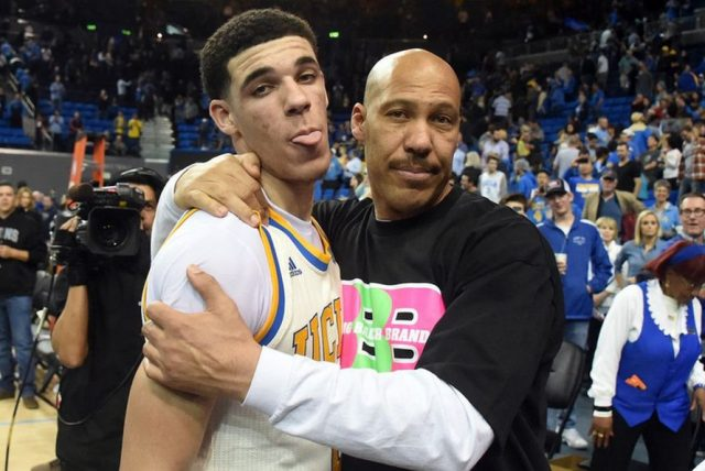 Lonzo i LaVar Ball (fot. Wikimedia Commons)