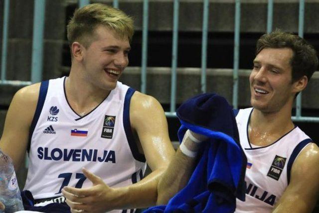 Luka Doncić i Goran Dragić (fot. Eurohoops.net)