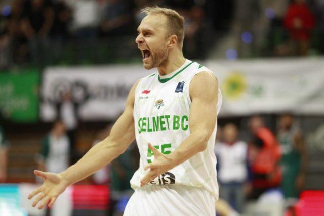 Łukasz Koszarek (fot. basketballcl.com)