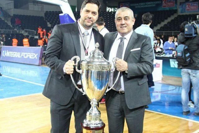 Saso Filipovski z Pucharem Turcji (fot. Facebook.com/Banvit)