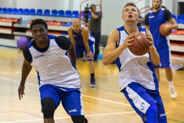 Mike Scott i Daniel Szymkiewicz / fot. BM Slam Stal Ostrów Wlkp.