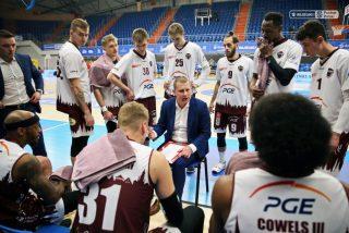 Trener Marek Łukomski i zespół ze Stargardu / fot. A. Romański, plk.pl