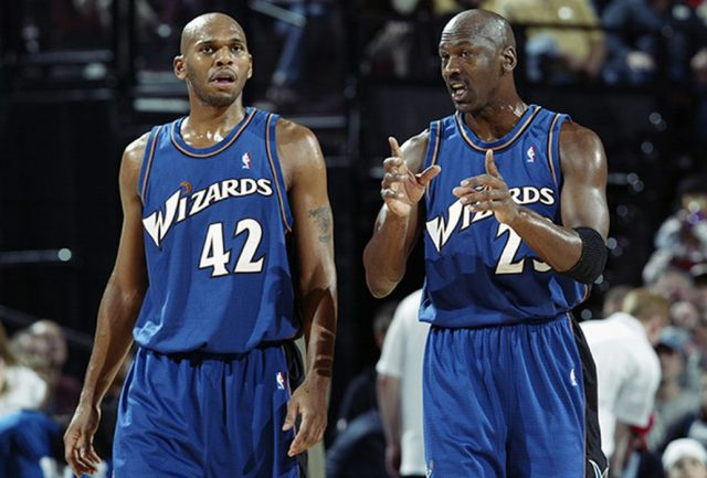 Jerry Stackhouse i Michael Jordan / fot. wikimedia commons