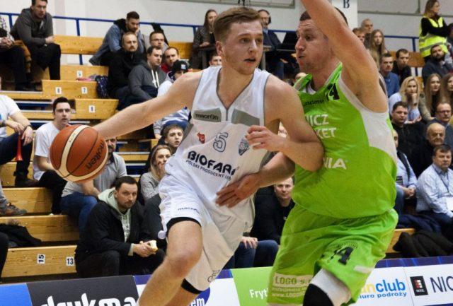 Marcin Tomaszewski 9z piłką) / fot. Biofarm Basket Poznań, materiały prasowe