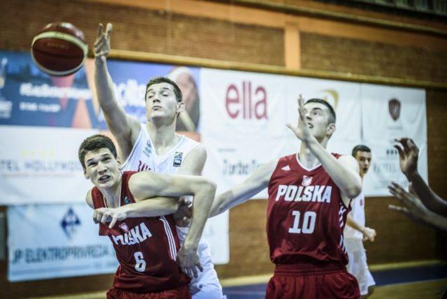 Filip Siewruk (nr 6) i Kacper Kłaczek (nr 10) / fot. FIBA