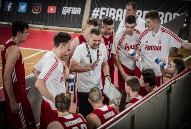 Reprezentacja Polski U18 przed meczem z Czechami / fot. FIBA