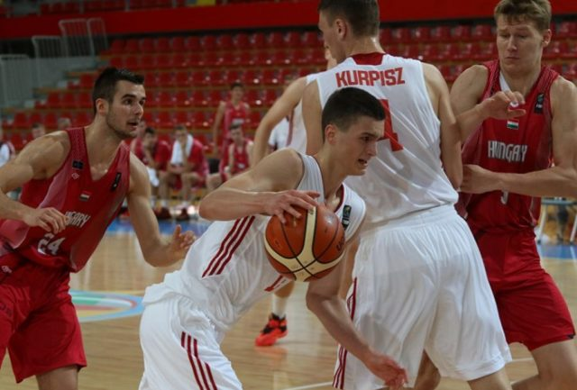 Dominik Wilczek (z piłką) fot. FIBA