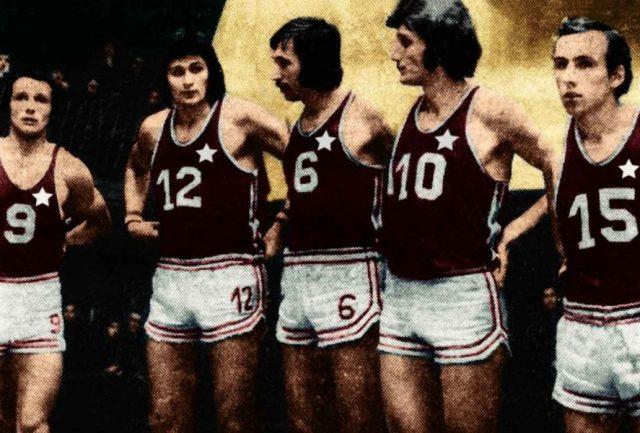 Od lewej: Andrzej Seweryn, Marek Ładniak, Piotr Langosz, Adam Gardzina, Stanisław Matelak (fot. Historiawisly.pl/zbiory prywatne Stanisława Paździora)